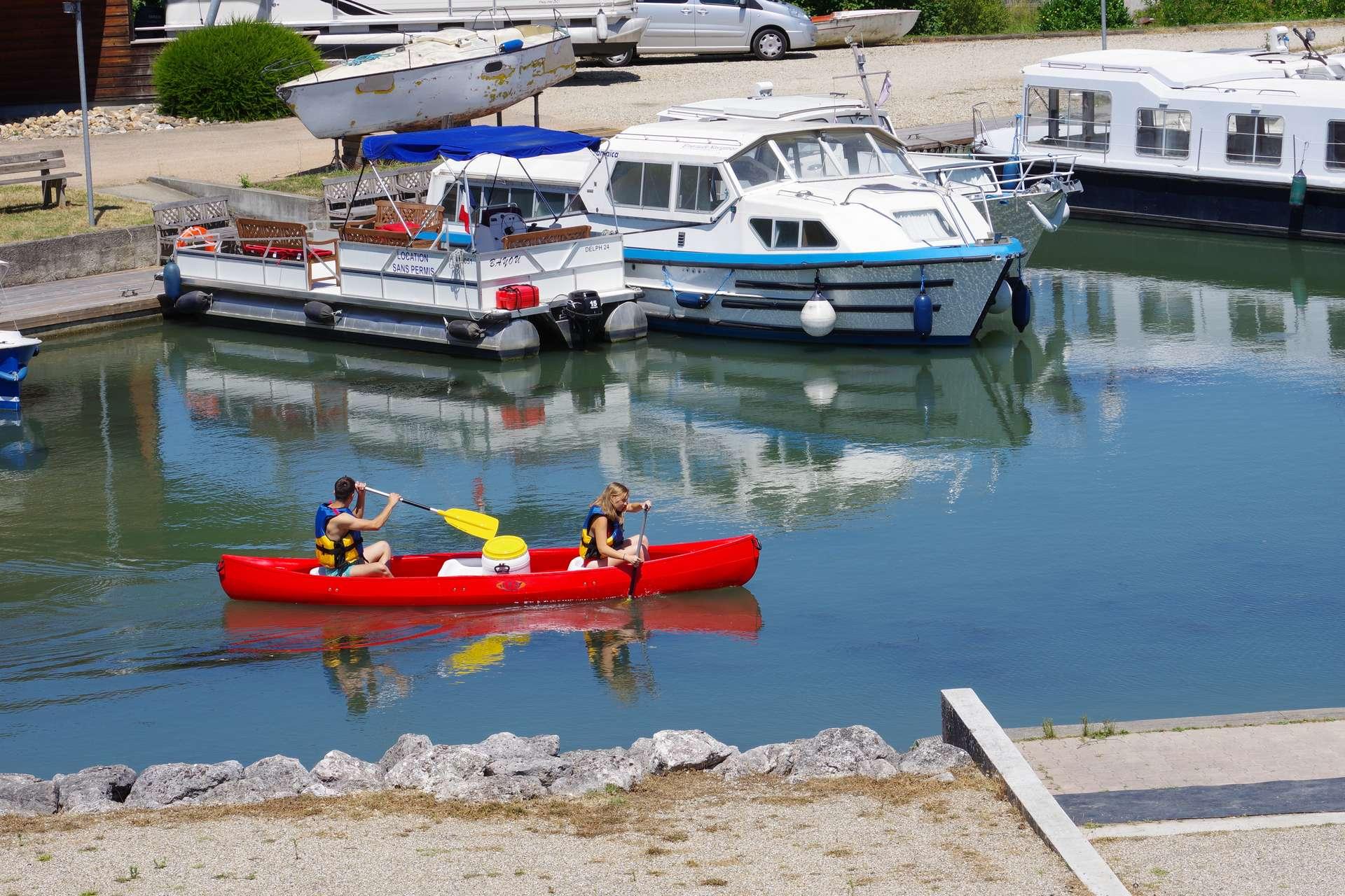 canoe avec bidon etanche pour le pique nique